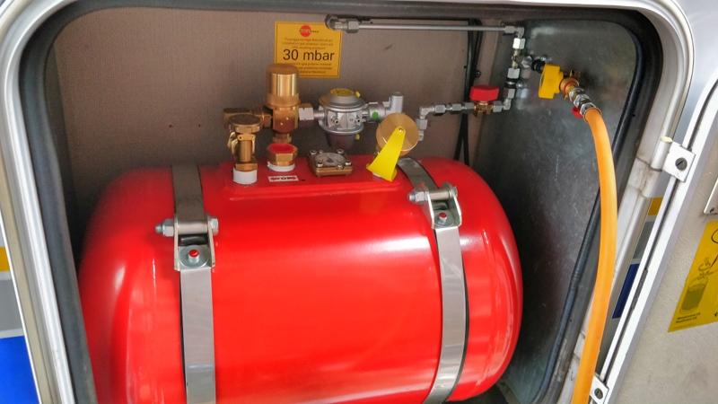 Tank mit Gas Steckdose für Gasgrill